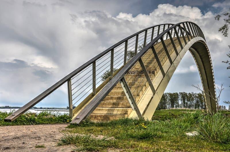 Ενιαία γέφυρα αψίδων έκτασης στοκ φωτογραφία με δικαίωμα ελεύθερης χρήσης