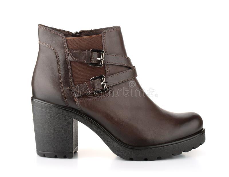 Ενιαία καφετιά χειμερινή μπότα γυναικών δέρματος στοκ εικόνα με δικαίωμα ελεύθερης χρήσης