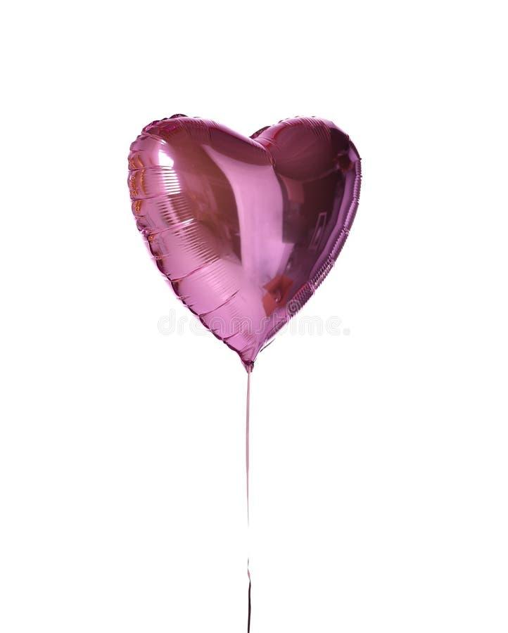 Ενιαίο μεγάλο πορφυρό ρόδινο αντικείμενο μπαλονιών καρδιών για τη γιορτή γενεθλίων που απομονώνεται σε ένα λευκό στοκ φωτογραφία με δικαίωμα ελεύθερης χρήσης