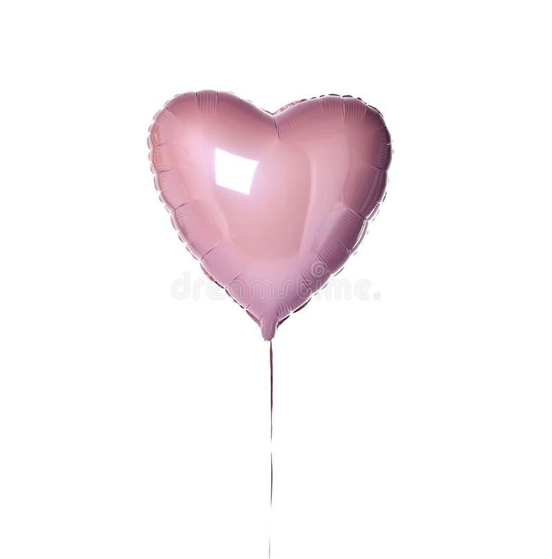 Ενιαίο μεγάλο πορφυρό ρόδινο αντικείμενο μπαλονιών καρδιών για τη γιορτή γενεθλίων που απομονώνεται σε ένα λευκό στοκ εικόνες