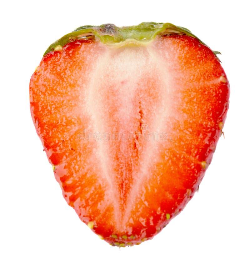 Ενιαίο μισό της φράουλας που απομονώνεται στοκ φωτογραφίες