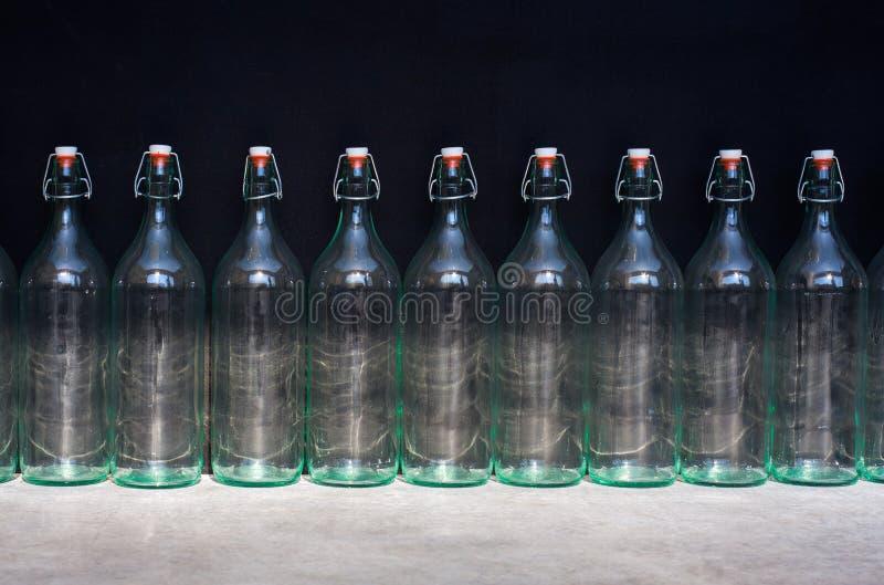Εννέα κενά μπουκάλια στοκ φωτογραφία με δικαίωμα ελεύθερης χρήσης