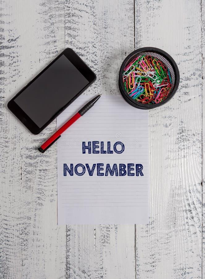 Εννοιολογικό χέρι που γράφει παρουσιάζοντας γειά σου Νοέμβριο Υποδοχή κειμένων επιχειρησιακών φωτογραφιών ο ενδέκατος μήνας του μ στοκ εικόνες