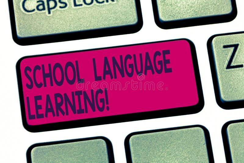 Εννοιολογικό χέρι που γράφει παρουσιάζοντας εκμάθηση σχολικών γλωσσών Σχολείο κειμένων επιχειρησιακών φωτογραφιών όπου κάποιος με στοκ φωτογραφίες με δικαίωμα ελεύθερης χρήσης
