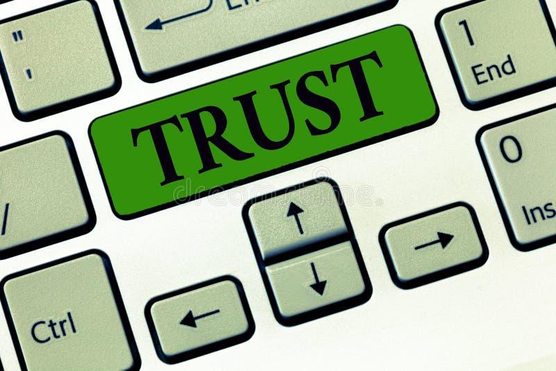 Εννοιολογικό χέρι που γράφει παρουσιάζοντας επιχειρησιακή φωτογραφία εμπιστοσύνης που επιδεικνύει τη σταθερή πίστη στην αλήθεια ή στοκ εικόνα