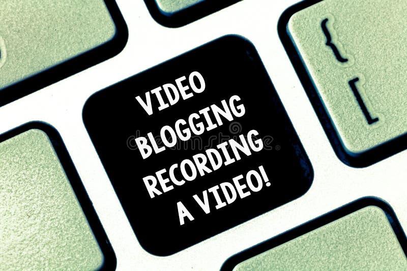 Εννοιολογικό χέρι που γράφει παρουσιάζοντας τηλεοπτικό Blogging που καταγράφει ένα βίντεο Κοινωνική δικτύωση μέσων κειμένων επιχε στοκ φωτογραφίες με δικαίωμα ελεύθερης χρήσης