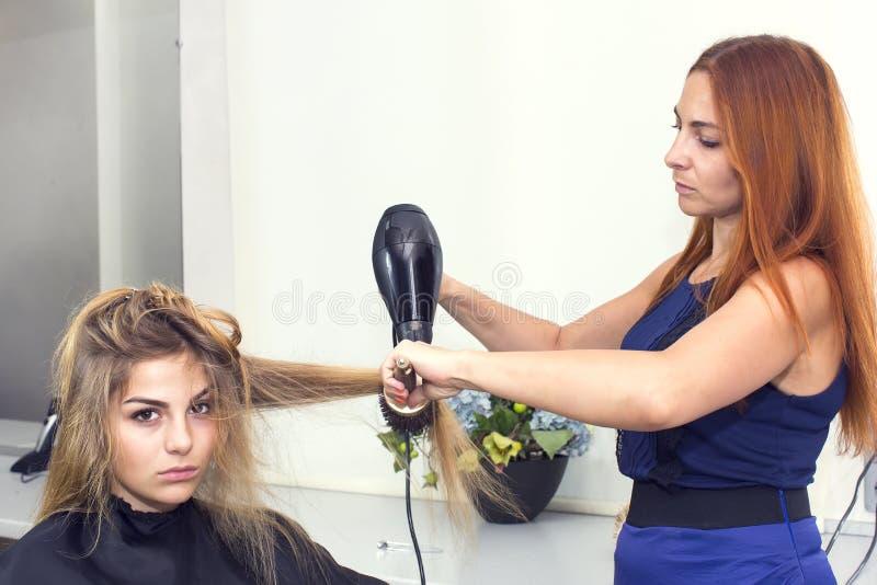 εννοιολογική γυναίκα σαλονιών φωτογραφιών ομορφιάς στοκ φωτογραφία με δικαίωμα ελεύθερης χρήσης