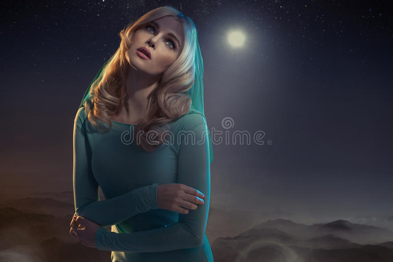 Εννοιολογικό πορτρέτο μιας αθώας κυρίας στοκ εικόνα με δικαίωμα ελεύθερης χρήσης