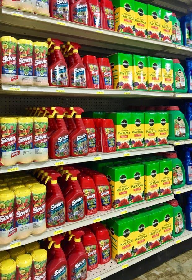 Εντομοκτόνα και τρόφιμα εγκαταστάσεων σε ένα κατάστημα αγροκτημάτων και κήπων του Ιλλινόις στοκ φωτογραφία με δικαίωμα ελεύθερης χρήσης