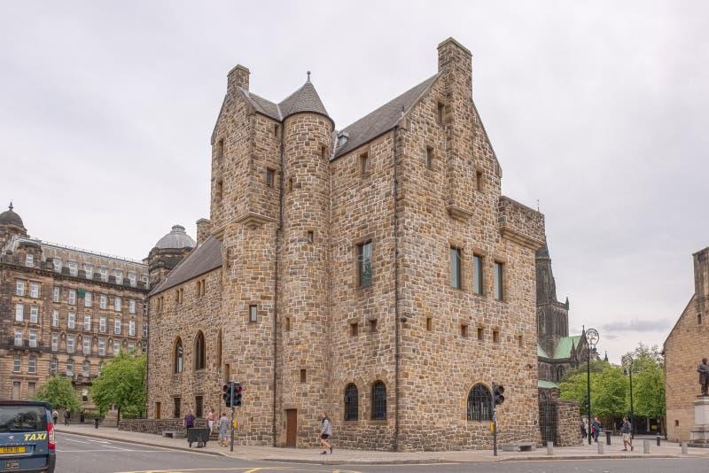 Εντυπωσιακή αρχαία αρχιτεκτονική της Γλασκώβης με Mungo του ST το μουσείο της θρησκευτικής ζωής στην οδό Γλασκώβη του Castle στοκ φωτογραφίες με δικαίωμα ελεύθερης χρήσης
