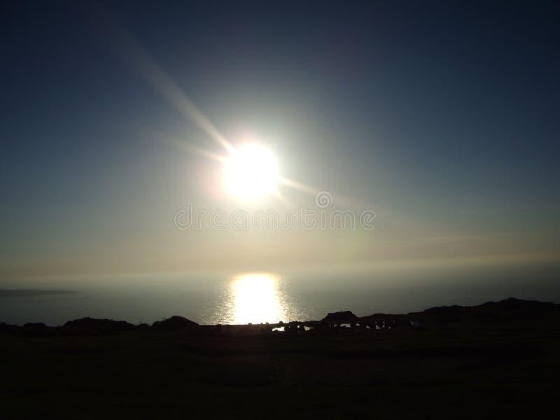 Εντυπωσιακός ήλιος πέρα από τα νερά χερσονήσων Llyn στοκ φωτογραφία με δικαίωμα ελεύθερης χρήσης
