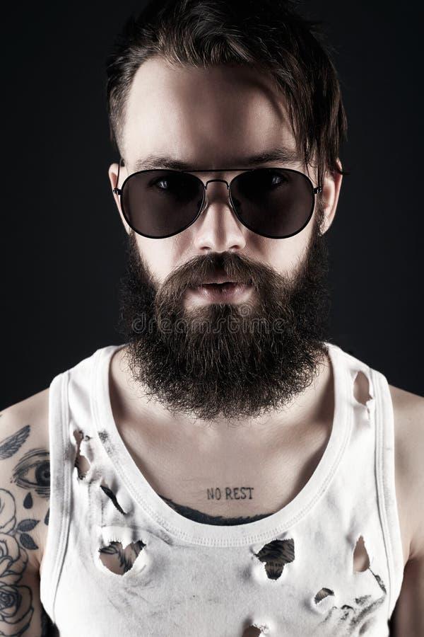 εντυπωσιακός κοιτάξτε Γενειοφόρο Hipster στοκ εικόνες