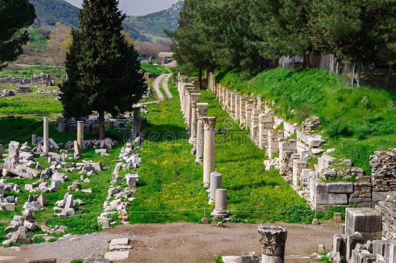Εντυπωσιακό τοπίο από την αρχαία πόλη Ephesus, Τουρκία Κιονοειδής δρόμος στην αγορά στοκ φωτογραφία με δικαίωμα ελεύθερης χρήσης