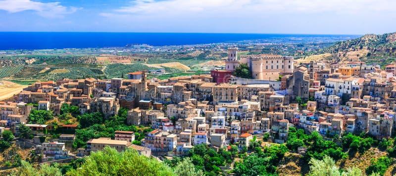 Εντυπωσιακό χωριό Corigliano Calabro, Καλαβρία, Ιταλία στοκ εικόνες