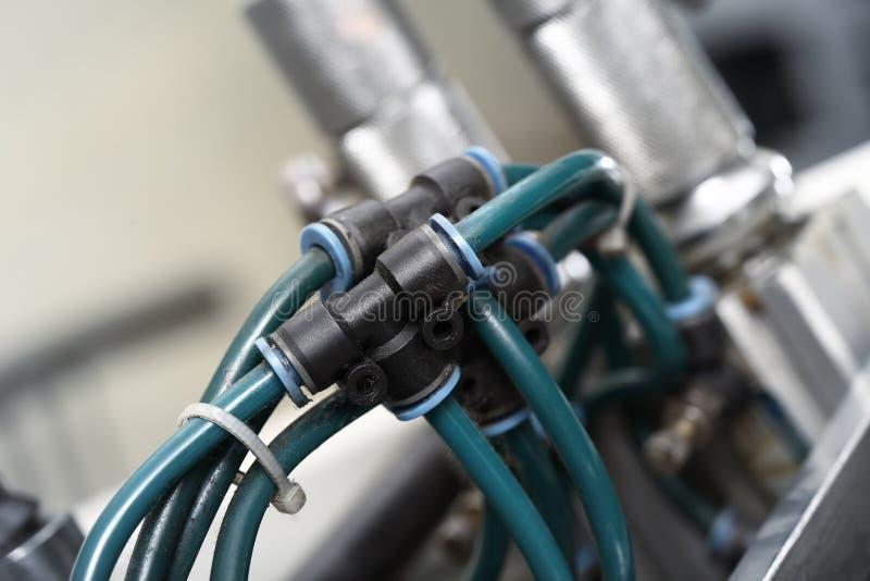 Ενώσεις σωλήνων στη βιομηχανική συσκευή στοκ φωτογραφίες με δικαίωμα ελεύθερης χρήσης