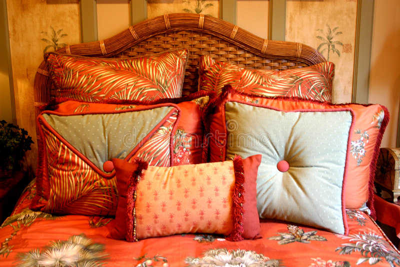 Download εν αφθονία μαξιλάρια στοκ εικόνα. εικόνα από σπορείων, χρωματισμένος - 268813