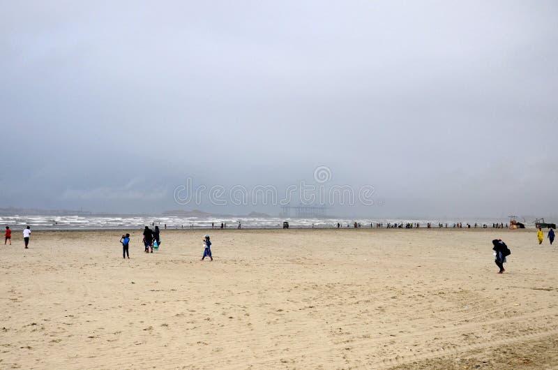 Εν πλω άποψη goers παραλιών corniche από το αραβικό Καράτσι Πακιστάν θάλασσας στοκ φωτογραφίες με δικαίωμα ελεύθερης χρήσης