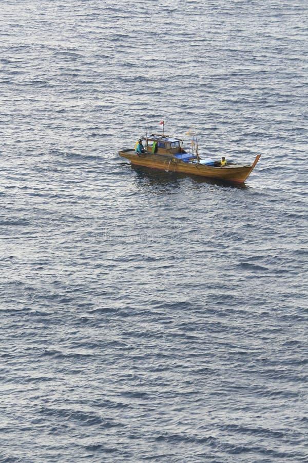 Εν πλω αλιευτικό σκάφος στοκ εικόνες