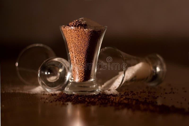 Ενδυνάμωση του καφέ στο γυαλί στοκ φωτογραφίες