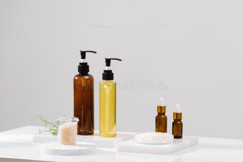 Εξάρτηση SPA Σαμπουάν, φραγμός σαπουνιών και υγρό Πήκτωμα ντους Άλας Aromatherapy στοκ εικόνα με δικαίωμα ελεύθερης χρήσης