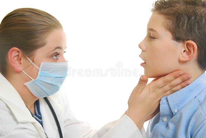 εξέταση γιατρών αγοριών στοκ εικόνες