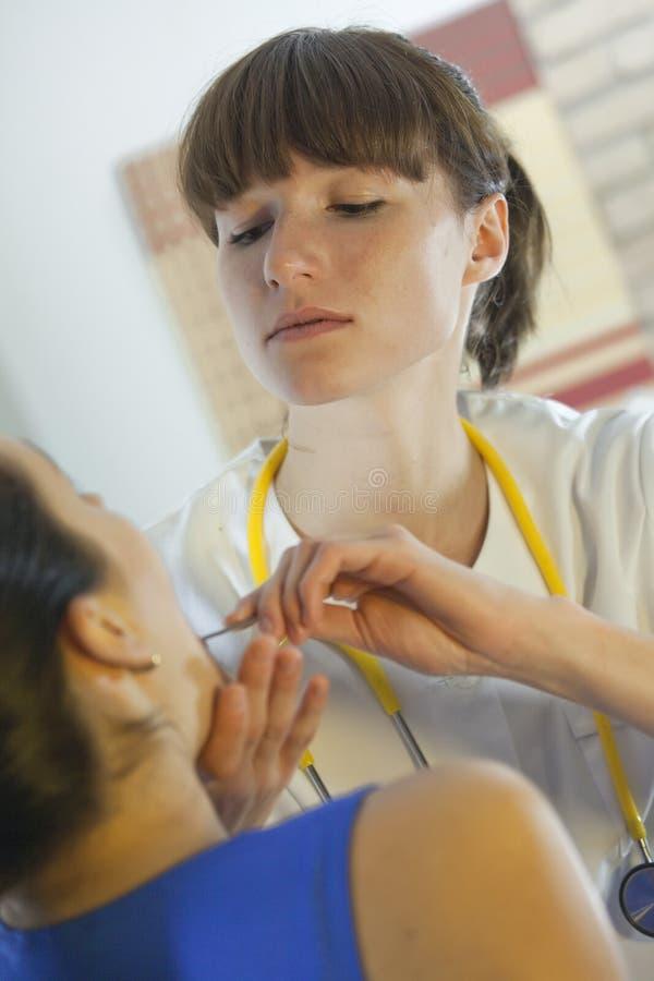 εξέταση γιατρών φυσική στοκ εικόνες
