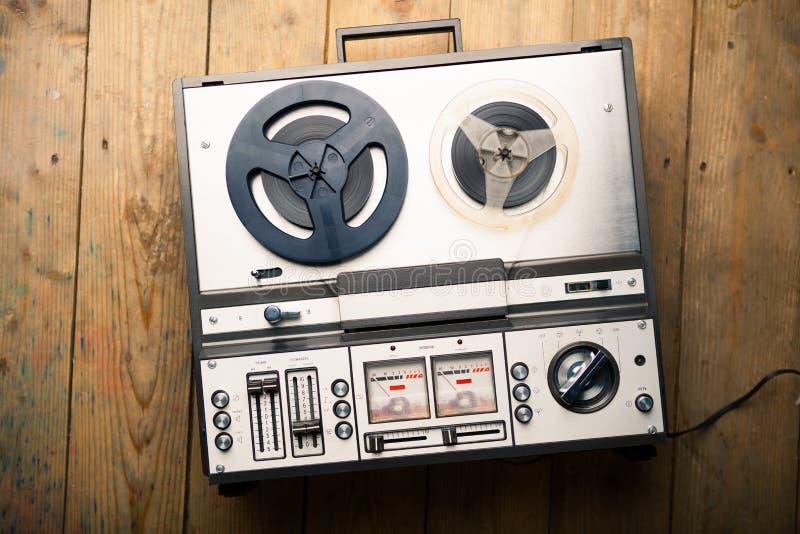 Εξέλικτρο για να τυλίξει το κασετόφωνο και το όργανο καταγραφής στοκ εικόνες