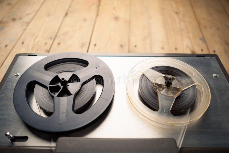 Εξέλικτρο για να τυλίξει το κασετόφωνο και το όργανο καταγραφής στοκ φωτογραφία με δικαίωμα ελεύθερης χρήσης