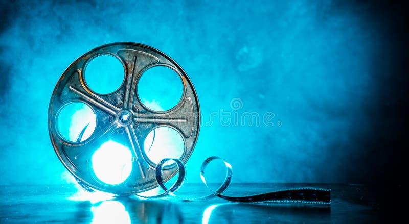 Εξέλικτρο της ταινίας με τον καπνό και backlight στοκ εικόνα με δικαίωμα ελεύθερης χρήσης