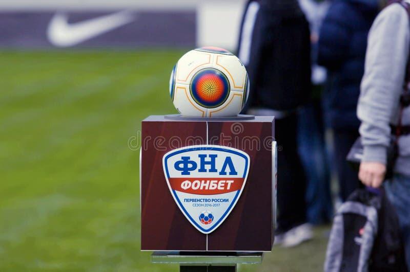 Εξέδρα Εθνικού Πρωταθλήματος ποδοσφαίρου με τη σφαίρα στοκ φωτογραφίες με δικαίωμα ελεύθερης χρήσης