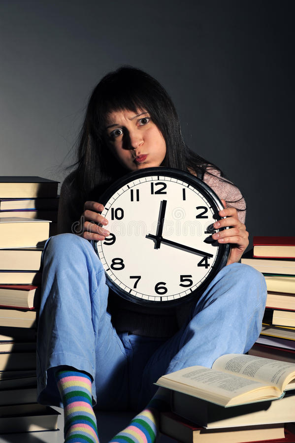 Download εξαντλημένη μελέτη κοριτσ& στοκ εικόνα. εικόνα από μοιχαλίδα - 22784879