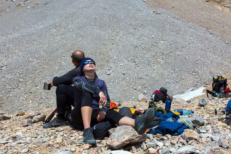 Εξαντλημένοι ορειβάτες στοκ φωτογραφία με δικαίωμα ελεύθερης χρήσης
