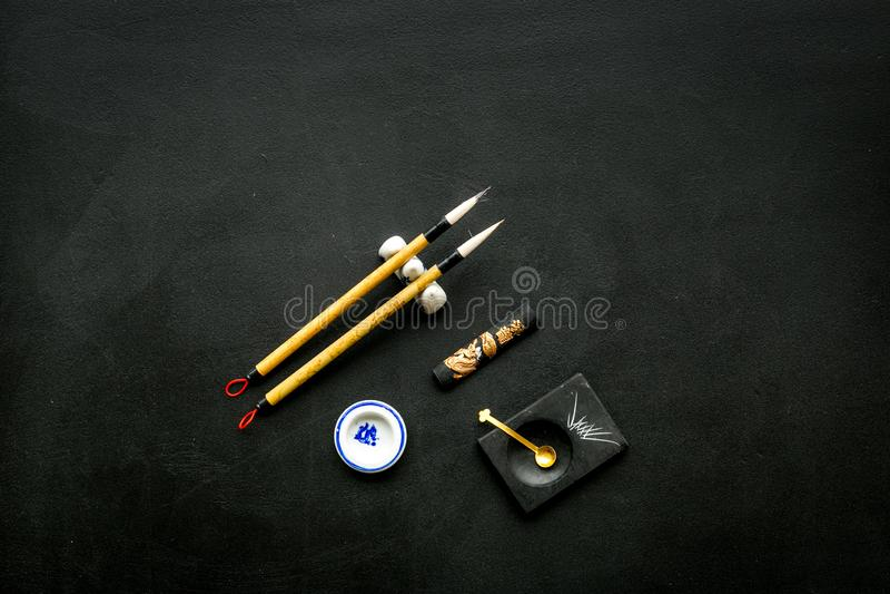 Εξαρτήματα για την κινεζική ή ιαπωνική καλλιγραφία Ειδική μάνδρα γραψίματος, μελάνι στο μαύρο διάστημα αντιγράφων άποψης υποβάθρο στοκ φωτογραφίες με δικαίωμα ελεύθερης χρήσης