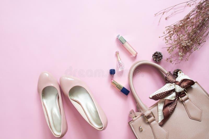 Εξαρτήματα γυναικών σχεδίου μόδας καθορισμένα καλλυντικό makeup Μοντέρνο χ στοκ εικόνα
