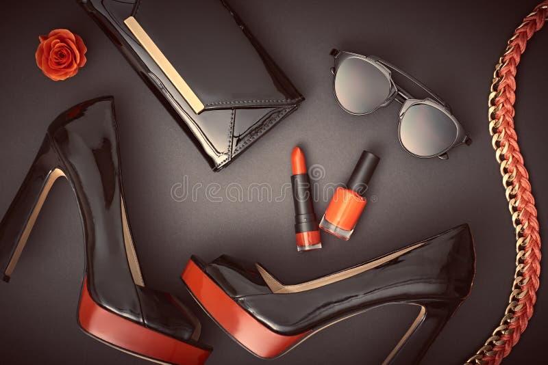Εξαρτήματα γυναικών σχεδίου μόδας καθορισμένα Glamor Makeup στοκ εικόνες