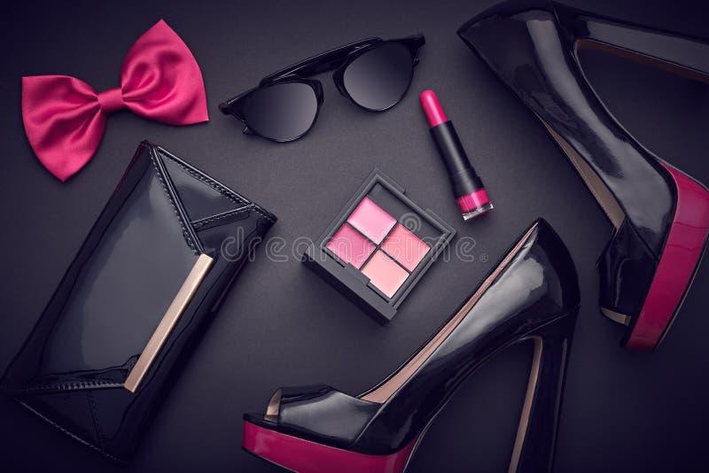 Εξαρτήματα γυναικών σχεδίου μόδας καθορισμένα Glamor Makeup στοκ φωτογραφίες με δικαίωμα ελεύθερης χρήσης