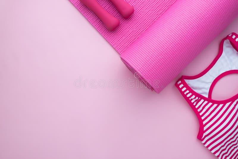 Εξαρτήματα γυναικών ` s για τη γυμναστική και την ικανότητα, ρόδινη συλλογή χρώματος στοκ εικόνες
