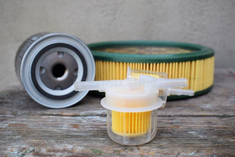 Εξαρτήματα μερών αυτοκινήτου: φίλτρο πετρελαίου, καυσίμων ή αέρα για το αυτοκίνητο μηχανών στοκ φωτογραφία με δικαίωμα ελεύθερης χρήσης