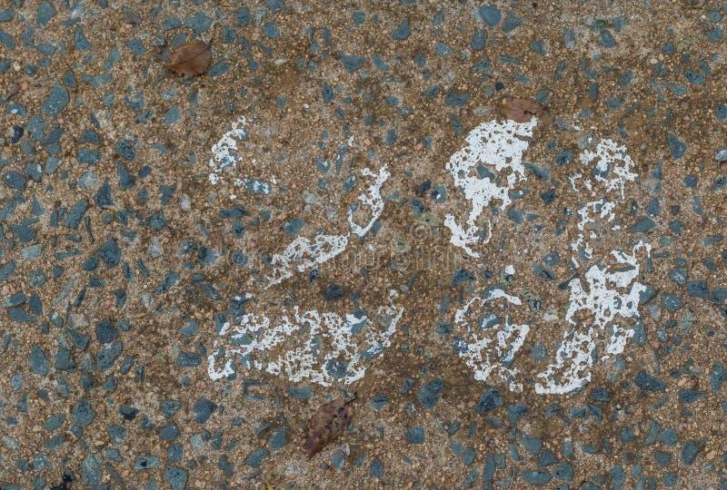 Εξασθενισμένος αριθμός 29 που χρωματίζεται στο λευκό σε μια συγκεκριμένη επιφάνεια στοκ εικόνες