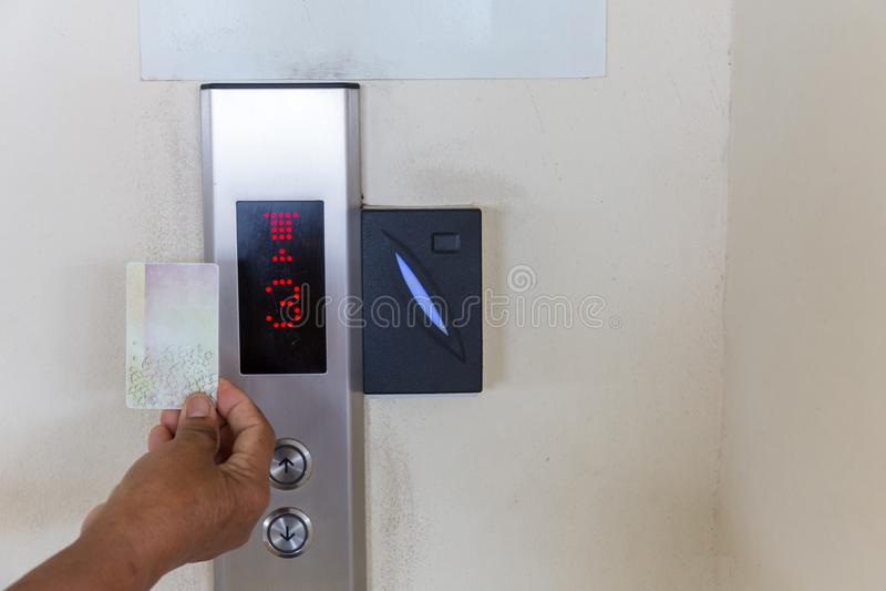 εξασφάλιση του ελέγχου προσπέλασης ανελκυστήρων ή ανελκυστήρων έλεγχος προσπέλασης ανελκυστήρων, στοκ εικόνες