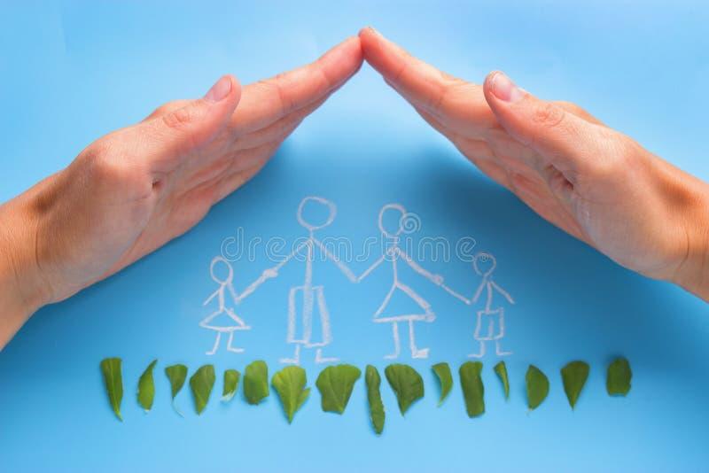 Εξασφαλίστε την οικογενειακή έννοια στοκ φωτογραφία με δικαίωμα ελεύθερης χρήσης