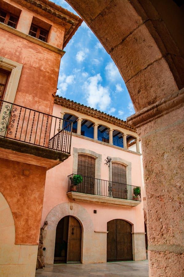 Εξερεύνηση της όμορφης παλαιάς πόλης Altafulla στοκ φωτογραφία με δικαίωμα ελεύθερης χρήσης