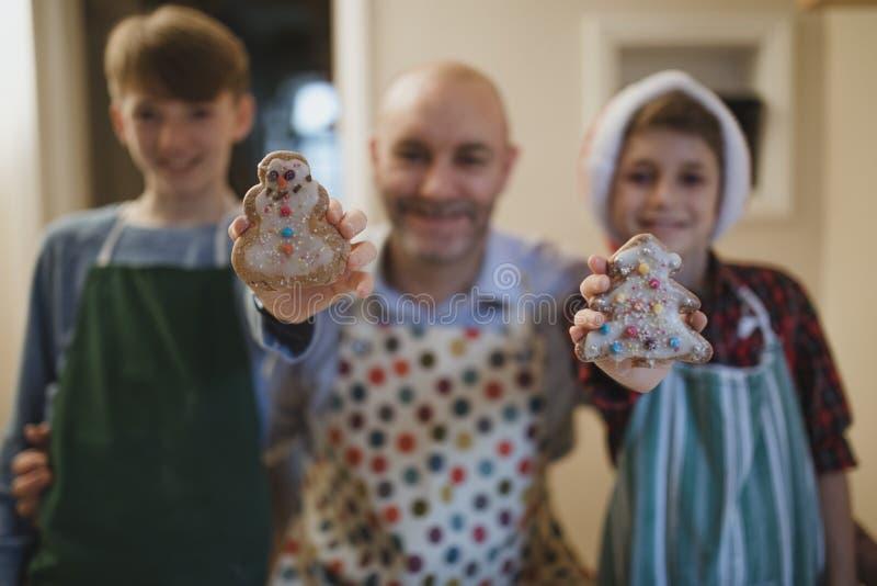 Εξετάστε τα εορταστικά μπισκότα μας στοκ φωτογραφίες με δικαίωμα ελεύθερης χρήσης