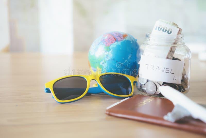 Εξοικονομήστε χρήματα για ταξίδια στοκ εικόνες