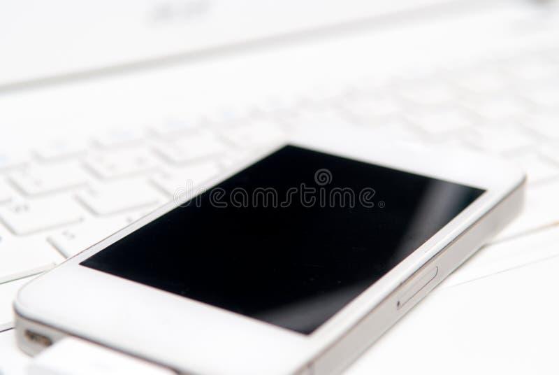 Εξοπλισμός τεχνολογίας επικοινωνιών για τη σύγχρονη επιχείρηση, smartpho στοκ εικόνες