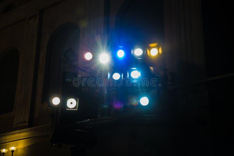 Εξοπλισμός φωτισμού στο θέατρο Επίκεντρα και πηγές φωτός στοκ φωτογραφία