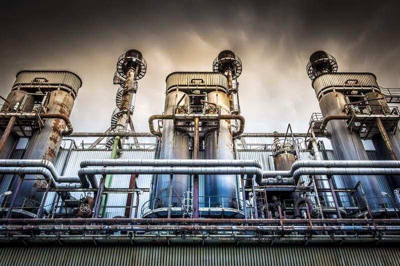 Εξουσίαση της βιομηχανικής δυνατότητας με το δραματικό ουρανό στοκ εικόνες