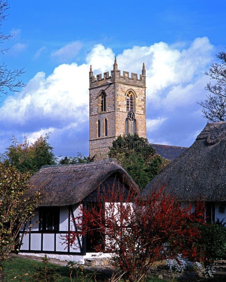 Εξοχικά σπίτια και εκκλησία, welford--Avon, Αγγλία. στοκ εικόνα με δικαίωμα ελεύθερης χρήσης