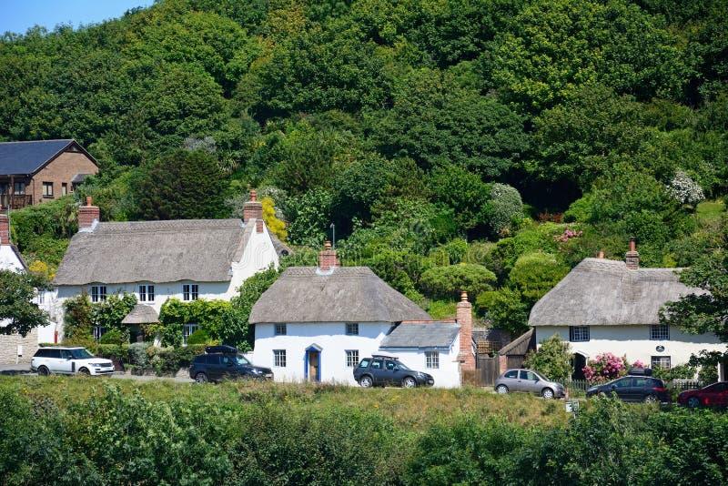 Εξοχικά σπίτια Thatched, όρμος Lulworth στοκ εικόνες