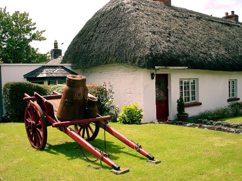 εξοχικό σπίτι ιρλανδικά στοκ εικόνες με δικαίωμα ελεύθερης χρήσης